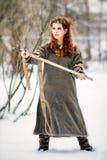 Piękna kobieta w Viking odziewa zdjęcia stock