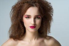 Piękna kobieta z afro włosy Zdjęcie Royalty Free
