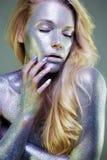 Piękna kobieta z Błyska na jej ciele i twarzy Obraz Royalty Free