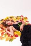 Piękna kobieta z bukietem róż marzyć zdjęcia stock