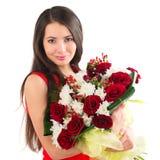 Piękna kobieta z bukietem róże Zdjęcia Royalty Free