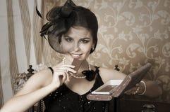 Piękna kobieta z czekoladą Zdjęcia Royalty Free