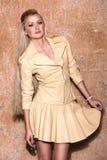 Piękna kobieta z długim blondynka włosy smilling Zdjęcie Royalty Free