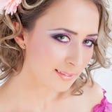 Piękna kobieta z kędzierzawym włosy zdjęcia stock
