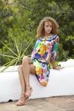 Piękna kobieta z kędzierzawym włosy Zdjęcia Royalty Free