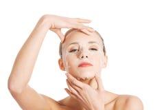 Piękna kobieta z kolagen maską na twarzy. zdjęcia royalty free
