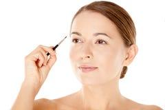 Piękna kobieta z małym kosmetyka muśnięciem Zdjęcie Stock