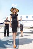 Piękna kobieta Z ochroniarzem I Airhostess obraz royalty free