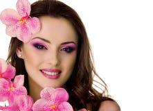 Piękna kobieta z orchideą Obrazy Royalty Free