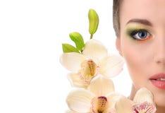 Piękna kobieta z orchideą Zdjęcia Stock