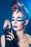 Piękna kobieta z samiec up i gwoździami obrazy royalty free