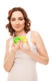 Piękna kobieta z serce kształtować zabawkami Obraz Stock