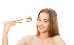 Piękna kobieta z suszi i chopsticks odizolowywającymi Obraz Stock