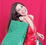 Piękna kobieta z torba na zakupy dla Bożenarodzeniowego zakupy Obraz Royalty Free