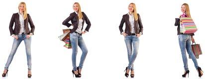 Piękna kobieta z torbami na zakupy odizolowywać na bielu zdjęcia stock