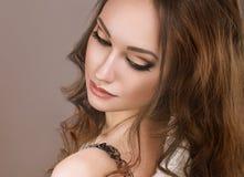 Piękna kobieta z wieczór makijażem i tęsk Zdjęcie Royalty Free