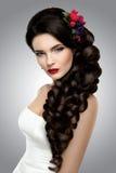 Piękna kobieta z złocistym makeup piękny panny młodej mody fryzury ślub obraz royalty free