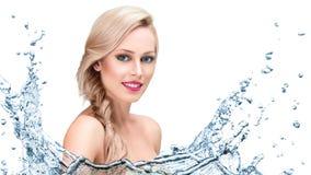 Piękna kobiety twarz z wodnym pluśnięciem Zdjęcie Royalty Free