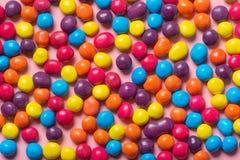 Piękna kolorowa glazerunek czekolada kropi jak tło, fe Zdjęcie Stock