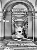 Piękna kolumnada blisko Turyn dworca, Włochy obraz stock