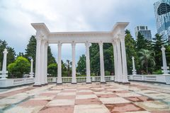 Piękna kolumnada w nadmorski parku w centrum nietoperz obrazy stock