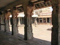 Piękna kolumny architektura antyczne ruiny świątynia w Hampi zdjęcie stock