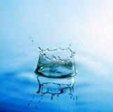 piękna kropel pluśnięcia woda Obraz Stock