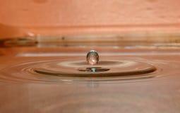Piękna kropla woda zdjęcia royalty free