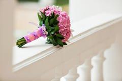 Piękna kwitnie różowa hortensja i orchidee w weddin bukiecie Zdjęcia Royalty Free