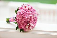 Piękna kwitnie różowa hortensja i orchidee w weddin bukiecie Obrazy Stock