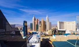 Piękna linia horyzontu Las Vegas pasek z NY NY hotelem i kasynem - 12, 2017 LAS VEGAS, NEVADA, PAŹDZIERNIK - Obraz Royalty Free