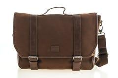 Piękna mężczyzna moda z rzemienną goniec torbą obraz stock