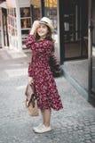 Piękna młoda azjatykcia dziewczyna szczęśliwego czas samotnie Zdjęcia Royalty Free