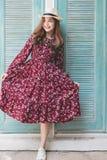 Piękna młoda azjatykcia dziewczyna szczęśliwego czas samotnie, rocznika brzmienie Zdjęcie Royalty Free