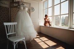 Piękna młoda balerina w pointe zdjęcia stock