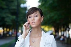 Piękna młoda biznesowa kobieta obrazy royalty free