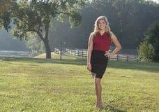 Piękna młoda biznesowa kobieta na gospodarstwie rolnym Zdjęcia Stock