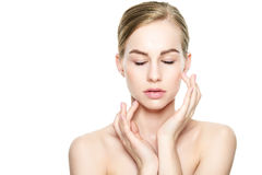 Piękna Młoda Blond kobieta dotyka jej twarz z Perfect skórą Twarzowy traktowanie Kosmetologia, piękno i zdroju pojęcie, zdjęcie stock