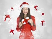 Piękna młoda brunetki kobieta jako Santa dziewczyna fotografia royalty free