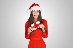 Piękna młoda brunetki kobieta jako Santa dziewczyna zdjęcie stock