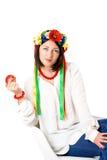 Piękna młoda brunetki kobieta jest ubranym krajowy ukraińskiego odziewa Obrazy Stock