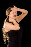 Piękna młoda dama Cierpi crick po treningu z ręką w jej czole w czarnym tle, Obraz Royalty Free