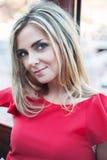 Piękna młoda dziewczyna, czerwieni suknia obraz stock