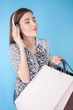 Piękna młoda dziewczyna jest iść robić zakupy z Fotografia Stock