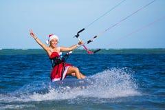 Piękna młoda dziewczyna na kani w kostiumu Święty Mikołaj Zdjęcie Stock