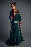 Piękna młoda dziewczyna w dziejowej sukni Fotografia Royalty Free