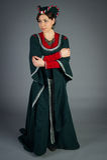 Piękna młoda dziewczyna w dziejowej sukni Fotografia Stock