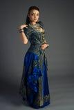 Piękna młoda dziewczyna w dziejowej sukni Obraz Royalty Free