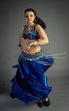 Piękna młoda dziewczyna w dziejowej sukni Zdjęcia Stock