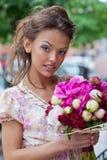 Piękna młoda dziewczyna w lato sukni Obrazy Stock